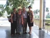 Con colegas cubanos: Miriam Concepción, María Bárbara Sampera,  Cecilio Tieles y Lina Fernández. La Habana, Septiembre 2001