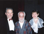 El compositor Josep Soler, en el homenaje que le rindió la Associació Cultural Catalana-Iberoamericana, junto a la violinista IwonaBursiñska y Cecilio Tieles.