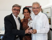 Antoni Mas, presidente de la Fundació Ernest Morató, Indira Ferrer-Morató y Cecilio Tieles. 6 de julio de 2014.